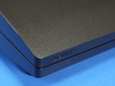 chech3000b front - Playstation 3: Bilder der neuen CHECH-3000B Konsole