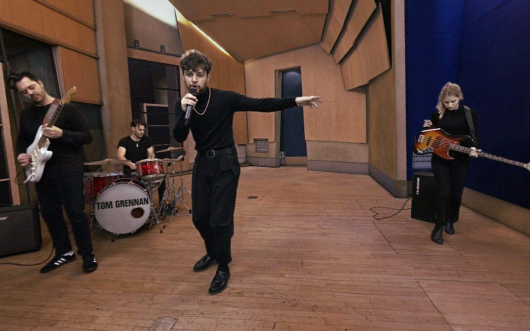 PS VR lädt euch ein, den renommierten britischen Musiker Tom Grennan bei einem Konzert in kleiner Runde ganz persönlich kennenzulernen.